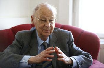 Ritoók Zsigmond akadémikus, az ELTE professor emeritusa tart előadást.