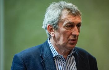 Könyvbemutatóval köszöntik a 70 éves Kulcsár Szabó Ernőt.