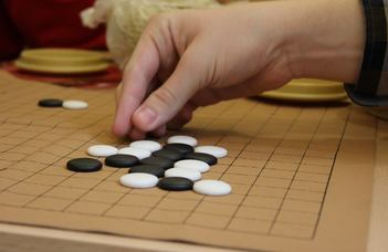 A kínai játékot Markó Péter egyetemi és főiskolai Európa-bajnok mutatja be.