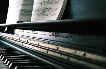 Zeneelméleti és vokális-hangszeres alapismeretek